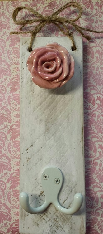 Rustic Rose Cottage Wall Hanger with 2 hooks